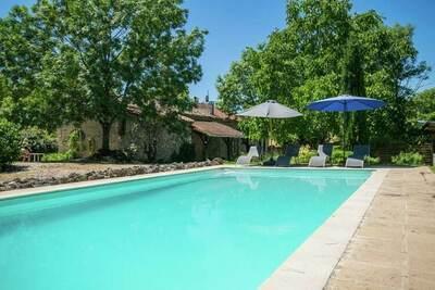 Merveilleuse maison française authentique avec piscine privée dans un endroit superbe