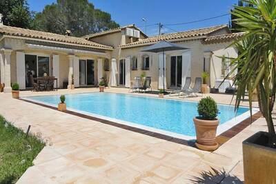 Villa individuelle avec piscine privée et climatisation, à 10 km de la Méditerranée