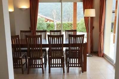 Villa de luxe sur un domaine privé, située presque directement sur l'Ardèche!!