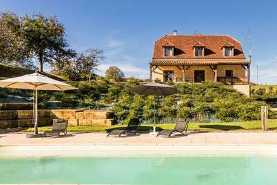 Villa de luxe à Montignac avec piscine chauffée