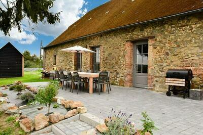 Maison confortable à La Neuville-aux-joutes, jardin privé