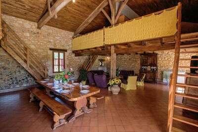 Maison de vacances traditionnelle avec piscine privée, Biron