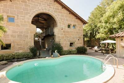 Luxueuse demeure avec piscine chauffée à Lacapelle-Marival