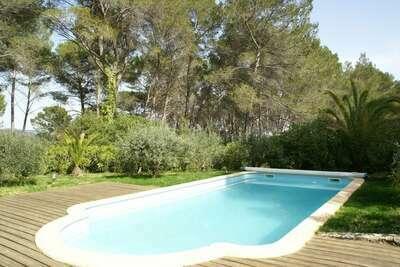Vaste maison de vacances avec grande piscine à Draguignan