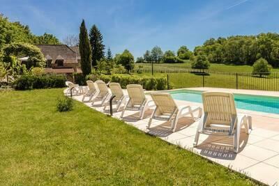 Grande Maison de vacancesà Altillac avec piscine privée