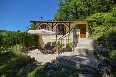 Maison cosy avec vues spectaculaires et piscine privée.