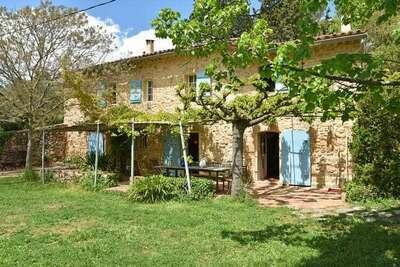 Ferme à Draguignan avec terrasse et jardin avec barbecue