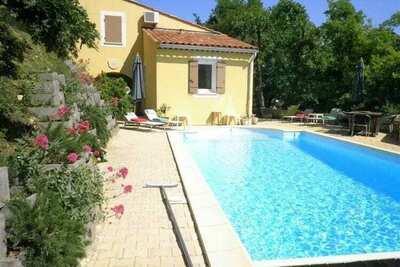 Belle villa avec piscine à Saint-Paul-Trois-Châteaux