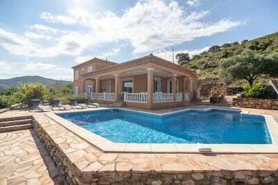 Villa confortable à Roquebrun avec piscine