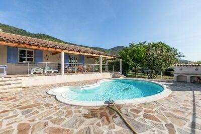 Villa confortable à Roquebrun avec piscine privée