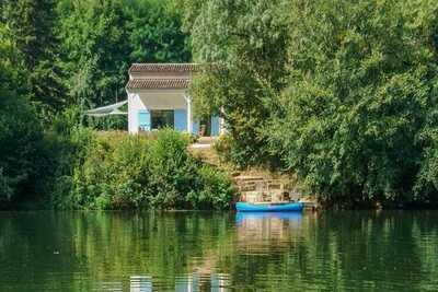 Belle villa à Bruniquel en France avec quai privé