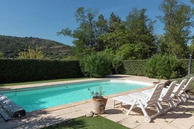 Charmante maison de vacances avec piscine située en Ardèche