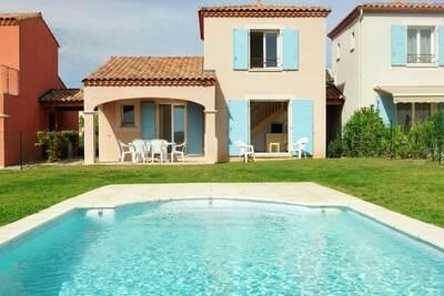 Villa d'été avec terrasse ou loggia, située en Languedoc