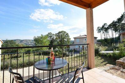 Jolie maison de vacances, terrasse à Joyeuse, sud France