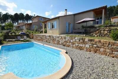 Charmante villa avec piscine privée à Joyeuse, France