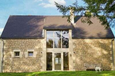 Maison de vacances spacieuse avec piscine privée à Auriac