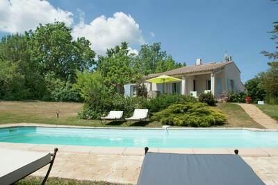 Villa rustique avec piscine à Cereste, France