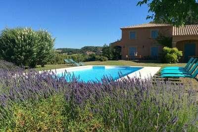 Villa familiale spacieuse en Provence avec piscine privée