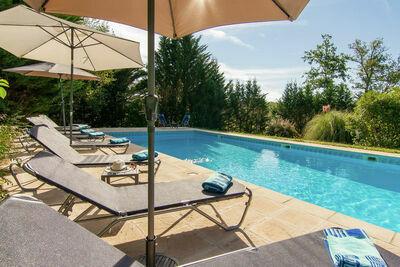 Villa confortable à Masclat, France, avec jardin privé