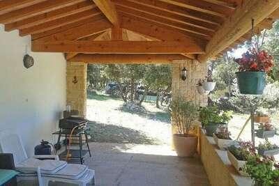 Jolie maison de vacances à Uchaux France avec piscine privée