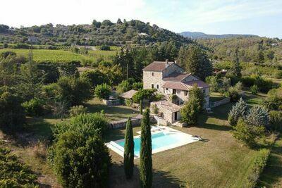 Villa spacieuse avec piscine à Largentière