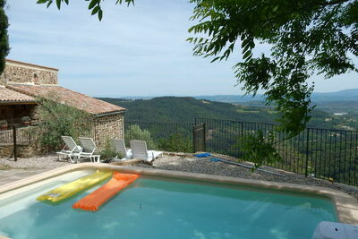 Maison de vacances paisible à Chassiers avec piscine