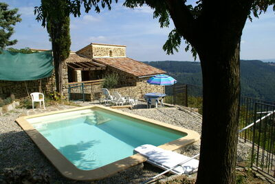 Superbe maison de vacances à Chassiers avec piscine