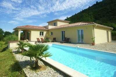 Villa de luxe avec piscine privée aux Vans
