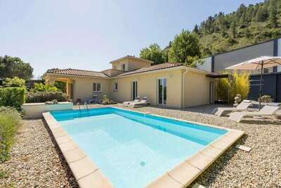 Superbe villa avec vue sur la vallée aux Vans