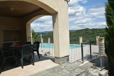 Maison de vacances paisible aux Vans, Ardèche avec piscine