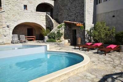 Maison de vacances vintage avec piscine à Lanas