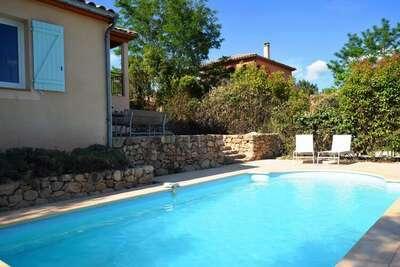 Villa spacieuse à Joyeuse avec piscine