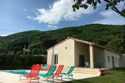 Villa moderne avec piscine à Thueyts