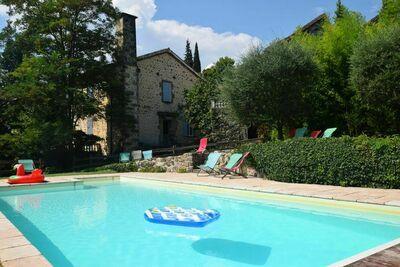 Paisible maison de vacances avec piscine en Ardèche