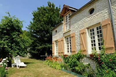 Gîte de campagne avec jardin clôturé à Bligny en Champagne