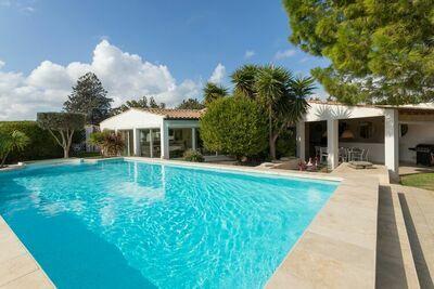 Villa confortable à Narbonne avec piscine privée et jacuzzi