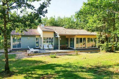 Maison individuelle à terrasse sur vaste domaine verdoyant