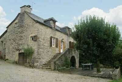 Maison de vacances cosy avec jardin à Saint-Geniez-d'Olt