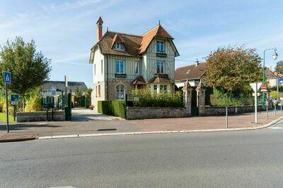Jolie villa adaptée aux enfants à Bayeux