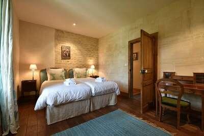 Hôtel particulier luxueux dans parc du château de Lantheuil