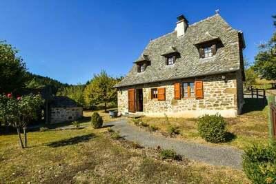Maison de vacances de caractère avec terrasse en Auvergne