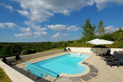 Villa de luxe avec piscine privée à Rouzède
