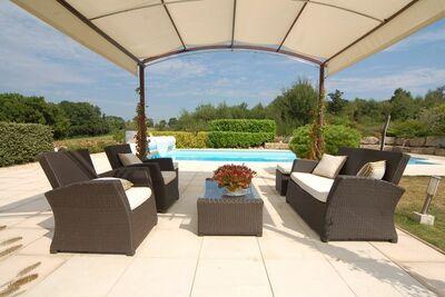 Villa de luxe à Rouzède en France avec piscine privée