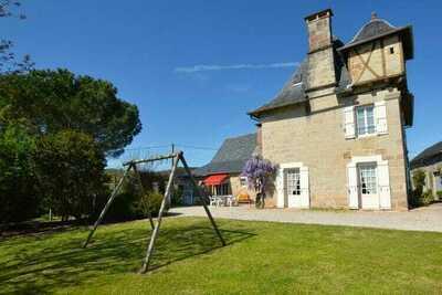 Tour du 16ème siècle avec jardin privé et belles vues!