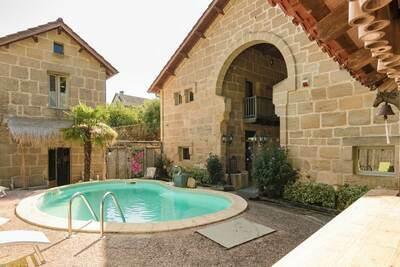 Demeure de luxe avec piscine chauffée à Lacapelle-Marival