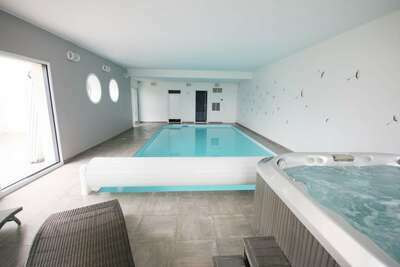 Villa de luxe avec piscine intérieure à Plougrescant