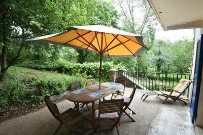 Superbe maison de vacances avec jardin privé à Yvias