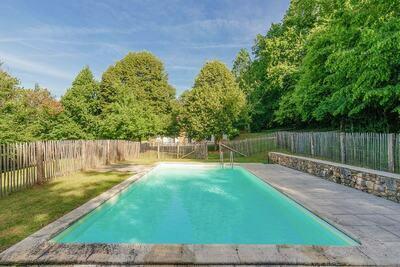 Impressionnante demeure en Aquitaine avec piscine