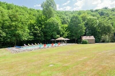 Mas authentique avec piscine chauffée (12x6) proche d'une rivière sur un bel end