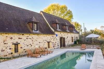 Maison de vacances avec piscine à Saint-Laurent-la-Vallée